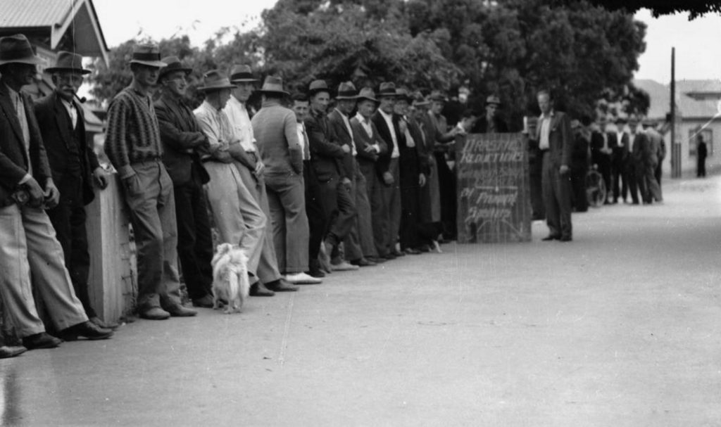 Relief workers at Annerley, Brisbane, in 1938.