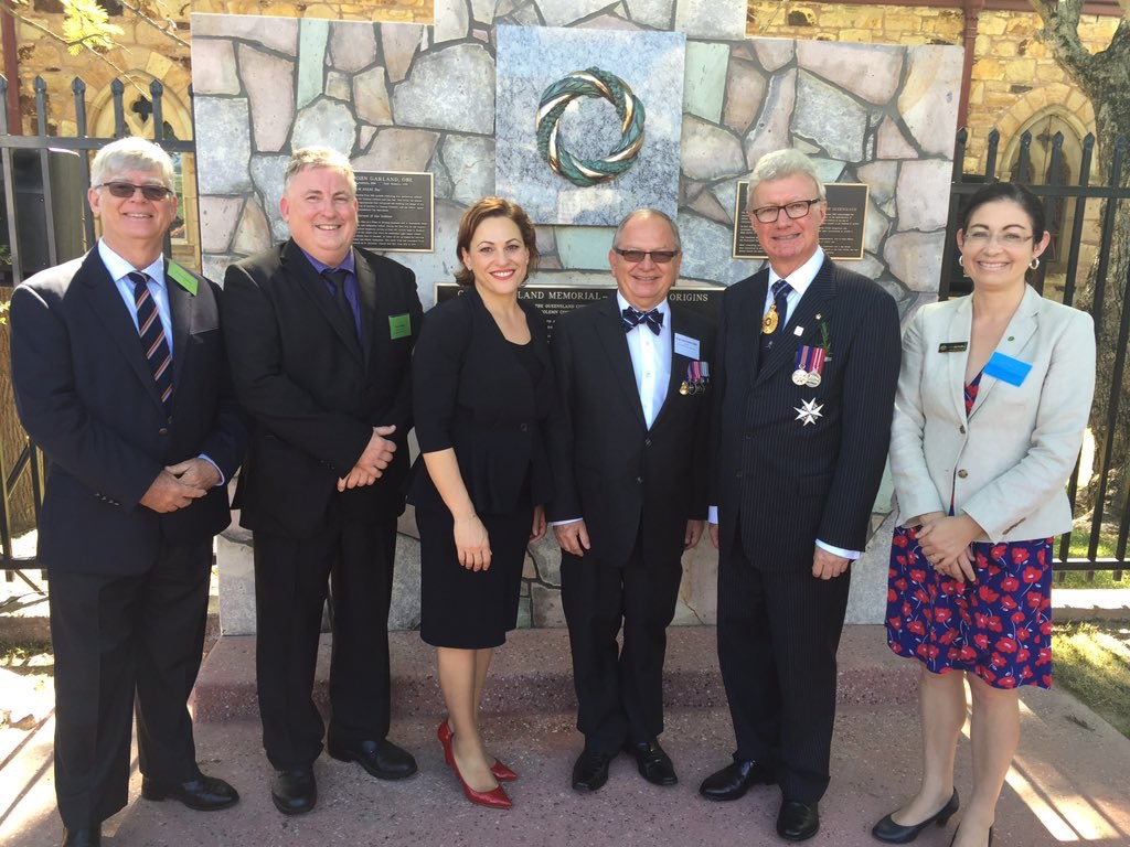 Picture of VIPs in front of Canon Garland Memorial - ANZAC Day Origins.