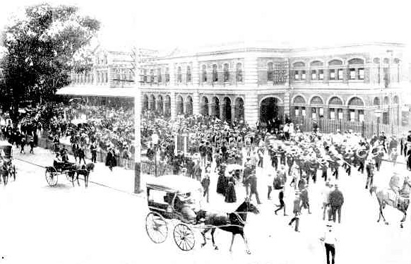 Image of West Australian soldiers who fought in the Boer War return to Perth on 26 April 1901.